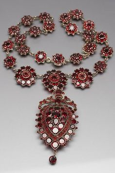 An antique gold plated silver and garnet necklace, Bohemia, about 1880. The removable pendant can be worn as a brooch. #antique #necklace #brooch