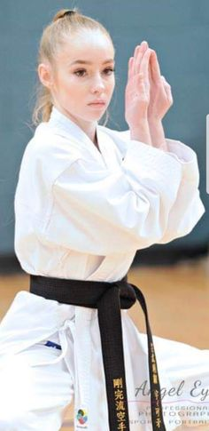 Female Martial Artists, Martial Arts Women, Karate Girl, Art Women, Judo, Art Pictures, Bff, Models, Sexy