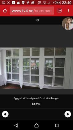 Ernst sommar 2016(?) bokhylla, platsbyggd av gamla fönster
