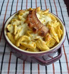 Krumplis-túrós rakott galuska Hungarian Food, Hungarian Recipes, Stromboli, Pasta Recipes, Super Easy, Macaroni And Cheese, Potatoes, Cooking, Ethnic Recipes