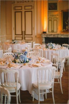 Simple and elegant blue and white table decor | Image by Ciprian Lupan
