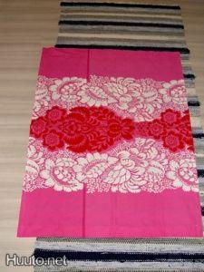 design Maija Isola, Marimekko ananas punainen kangas