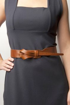 leather women belt Dameklær i tilleggssko til kvinner … elsker lukningen Yeezy Outfit, Leather Accessories, Leather Jewelry, Diy Leather Belt, Handmade Leather Belts, Handmade Accessories, Leather Craft, Conception En Cuir, Latest Fashion For Women