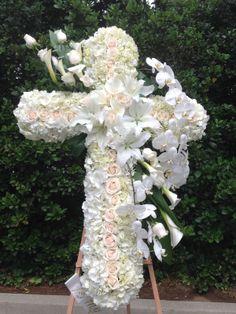 Flower Wreath Funeral, Funeral Flowers, Funeral Floral Arrangements, Rose Flower Arrangements, Angel Wings Decor, Cemetery Flowers, Sympathy Flowers, Fresh Flowers, Garden Sculpture