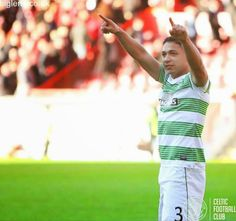 Aberdeen 1-2 Celtic, 9th November 2014. Emilio Izaguirre salutes the fans after the match.