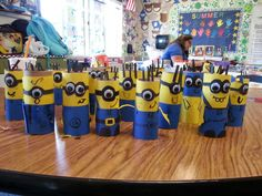 Minions from TP rolls! Despicable Me Party, Minion Party, Crafts To Make, Fun Crafts, Crafts For Kids, Minions, Hen Games, Advent, Toilet Paper Art