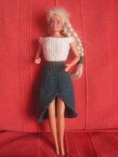 Si vous voulez voir les autres vêtements déjà réalisés, au dessus de mon article cliquez sur catégorie puis sur vêtement pour poupée Barbie et vous retrouverez tous les articles de cette catégorie Top blanc point de riz, les explications c'est ici jupe...