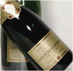 Welcome to the updated Quintessential Guide to Champagne Cheers to a Happy New Year! Krug Champagne, Rose Champagne, Champagne Taste, Vintage Champagne, Champagne Bottles, Tequila, Cheers, Dom Perignon, Pinot Noir