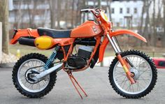 SWM is an acronym for one of the greatest names in motorcycling history – Speedy Working Motors. They built a series of off-road bikes, and one of the most popular was the Enduro Vintage, Vintage Motocross, Vintage Bikes, Vintage Motorcycles, Cars And Motorcycles, Moto Enduro, Enduro Motorcycle, Motorcycle Design, Scrambler