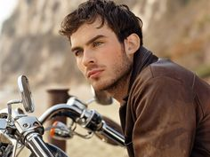 ohhh Ian Somerhalder...you are the only reason I watch Vampire Diaries.