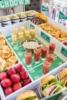 6 Snack Stadiums Worth Cheering For - Amp Up Your Super Bowl Party With a DIY Snackadium (AKA Snack Stadium)! Football Tailgate, Football Birthday, Football Food, Free Football, Super Football, Tailgating, Football Season, Football Shirts, Football Party Foods