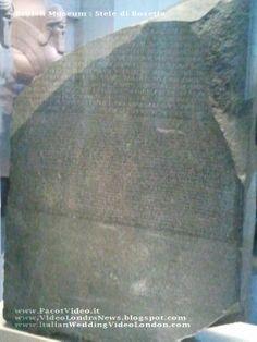 La Stele di Rosetta è una lastra in granito scuro di 114x72 cm, che pesa circa 760 kg. La storia della stele è legata a Napoleone Bonaparte e alla campagna d'Egitto. La stele è esposta al British Museum dal 1802. #Londra #London #UK #Inghilterra #GreatBritain #GranBretagna #BritishMuseum #SteleDiRosetta Essa riporta un'iscrizione con tre differenti grafie: geroglifico, egiziano demotico e greco (dall'alto in basso).