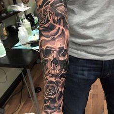 Skull Tattoo For Men - Tattoo Inspiration - Tattoos Jj Tattoos, Kurt Tattoo, Skull Rose Tattoos, Skull Sleeve Tattoos, Best Sleeve Tattoos, Tattoo Sleeve Designs, Trendy Tattoos, Popular Tattoos, Tattoo Designs Men