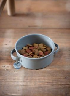 A stylish round pet bowl with handles, rubber feet and silver tag from Garden Trading - we love ours, it doesn't slip! Rabbit Hutch And Run, Rabbit Hutches, Guinea Pig Hutch, Indoor Rabbit, Dog Treat Jar, Pet Food Storage, Wooden Rabbit, Food Bowl, Pet Treats