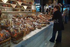 Barcelona Photoblog: Looking for the Perfect Chocolate Display, La Boqueria Market, Barcelona Red Velvet Flavor, Best Red Velvet Cake, Barcelona Pictures, Powdered Sugar Glaze, Serrano Ham, Barcelona Food, Pumpkin Coffee Cakes, Modern City