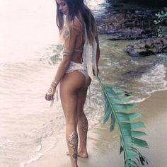 Whatchu doin on the shore there mr hermit crab .... admiring my @iamu_collective tattoos ... Hehe ✌️✌️✨ @joshhedge photo