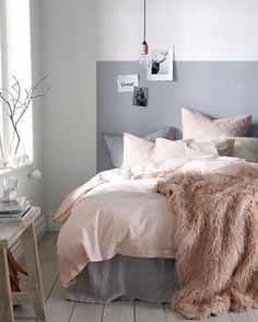 Love the minimalist vibes of this bedroom decor.