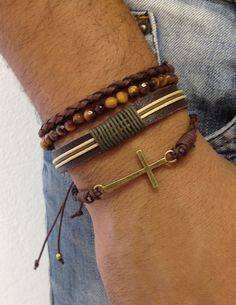 Kit de 4 pulseiras masculinas Kit de pulseiras masculinas na cor marrom moda fashion style lifestyle bracelet bracelets pulseira pulseiras shambala shambalas shamballa shamballas macrame bijuteria bijuterias jewelry beads friendship friendshipbracelets acessorios pulseirashambala pulseirismo artesanato estilo cross crucifixo olho tigre biojoias