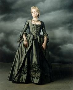 Miranda Richardson in 'Sleepy Hollow' (1999). The film is set in 1799 New York.