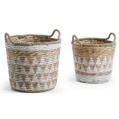 Seaside themed Weaved baskets Baskets On Wall, Wicker Baskets, Interior Design Living Room Warm, White Wash Walls, Airy Bedroom, Turbulence Deco, Old Fireplace, Paper Basket, Storage Boxes