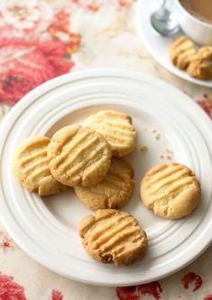 Flour Recipes, Baking Recipes, Cookie Recipes, Baking Hacks, Oven Recipes, Baking Ideas, Easy Biscuit Recipe, Homemade Biscuits, Easy Biscuits