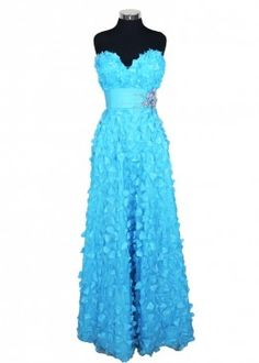 Vestido celeste con aplicaciones.  #graduacion #15 #matrimonio #fiesta #vestidos #wedding #party #dress #fashion #style #design #outfit #shopping #glam