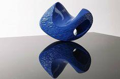 "Sabrina Fresko, ""C""   poliüretan, 54x50x30 cm."