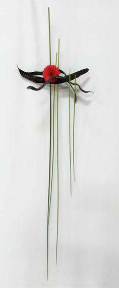 Ikebana - Sandy Marker (Practicing Teacher) - Australian Sogetsu Teachers Association (NSW) Inc Ikebana Arrangements, Ikebana Flower Arrangement, Floral Arrangements, Contemporary Flower Arrangements, Beautiful Flower Arrangements, Beautiful Flowers, Deco Floral, Arte Floral, Flower Show