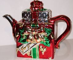 Christmas teapot in shape of shiny wrapped present/gift box with bow as knob, ceramic Christmas China, Christmas Dishes, Christmas Tea, Country Christmas, Xmas, Holiday, Cute Coffee Mugs, Coffee Set, Cocina Mickey Mouse