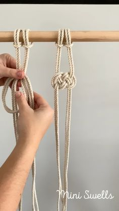 A fun knot to add to any macrame project. For more inspiration or fiber art supplies check out our shop. videos Macrame tutorial - How to knot a Josephine knot by Mini Swells Macrame Plant Hanger Patterns, Macrame Wall Hanging Patterns, Macrame Patterns, Macrame Design, Macrame Art, Macrame Projects, How To Macrame, Micro Macramé, Creations