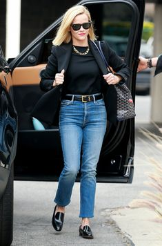 Business casual: She wore a black top tucked into her dark jeans with an Yves Saint Lauren. Cozy Fashion, Star Fashion, Fashion Outfits, Fashion Tips, Fashion Trends, Classic Fashion, 50 Fashion, Fashion Bloggers, Spring Fashion