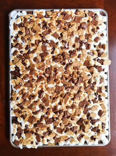 S'mores Bars To Feed A Crowd | July 4 | Sheet Pan Dessert | 4th of July | Recipe | Dessert | Chocolate | S'mores | Campfire | Hershey's | Dessert Bars | Marshmallow | For A Crowd Party Desserts, Potluck Desserts, Summer Desserts, Football Desserts, Just Desserts, Potluck Food, Dessert Recipes, Potluck Dishes, Feeding A Crowd