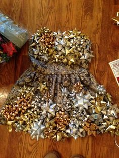 For next years ugly sweater parties :) Patrina De Pillars Erendira Yciano Tacky Christmas Party, Diy Ugly Christmas Sweater, Ugly Sweater Party, Christmas Bows, Christmas Costumes, Christmas Scenes, Tacky Christmas Outfit, Christmas Ideas, Tacky Sweater