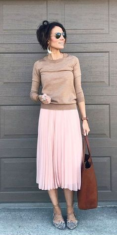 Maillot de bain : Easy Outfit Formula: The Knife-Pleated Skirt - Beach Mode Modest Work Outfits, Mode Outfits, Simple Outfits, Fashion Outfits, Casual Outfits, Fashion Trends, Fashion Styles, Dress Fashion, Overalls Fashion
