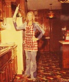 Linda Thompson in the kitchen at Graceland ❤️