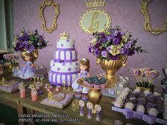 Se você vai fazer uma Festa da Princesa Sofia, você está no lugar certo. Selecionamos mais de 47 Ideias para você fazer em casa e arrasar nesta super festa!  Festa da Princesa Sofia      Princesinha Sofia é uma