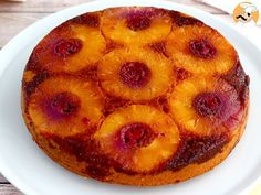 A quick and simple recipe of the tastiest pineapple cake ever! - Recipe Dessert : Pineapple upside down cake, the easiest recipe by PetitChef_Official Pineapple Slices, Pineapple Upside Down Cake, Pineapple Cake, Sweet Recipes, Cake Recipes, Dessert Recipes, Dessert Simple, Best Fruits, Fett