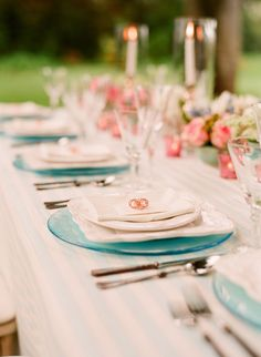 Sweet table setting: blue and white and pink glass