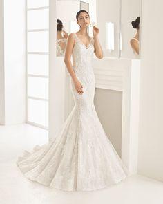 OCEANIA traje de novia de encaje y aplicaciones de guipour con pedrería, con escote pico.