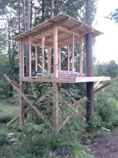 wonderful tree house design ideas for kids 19 > Fieltro.Net wonderful tree house design ideas for kids 19 > Fieltro. Beautiful Tree Houses, Cool Tree Houses, Ideas Cabaña, Outdoor Projects, Diy Projects, Shooting House, Tree House Plans, Diy Tree House, Backyard Playhouse