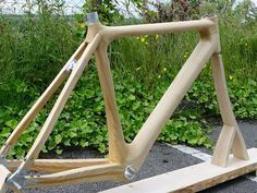 Frames made out of pure wood might be the next thing to hit the peloton in Ireland after a Tipperary-based frame builder developed what he believes is a better alternative to the carbon bikes that have become the norm for riders. Bamboo Bicycle, Wooden Bicycle, Wood Bike, Tricycle, Bike Builder, Push Bikes, Bike Style, Bicycle Components, Electric Bicycle