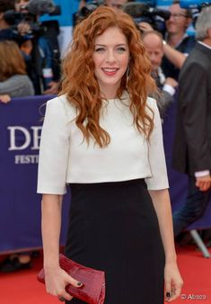 Rachelle Lefevre hairstyle inspiration: copy her glamorous curls!
