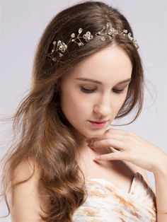 Tulle&Chantilly offers a variety of chic vinatge wedding hair Halos and bohemian bridal headbands for your big day. Bohemian Hair Accessories, Wedding Hair Accessories, Bohemian Headband, Boho, Wedding Hairstyles With Veil, Bridal Hairstyles, Halo Headband, Hair Chains, Bohemian Hairstyles