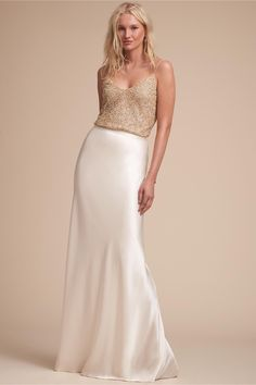 Are you wanting a glamorous wedding dress for your special day? We have a list of several gold glam Wedding dress photos that have stunning look into the design. There's no need to dramatize your h… Cheap Bridal Dresses, Inexpensive Wedding Dresses, Cheap Gowns, Cheap Wedding Dress, Designer Wedding Dresses, Bridal Gowns, Wedding Gowns, Bhldn Wedding, Wedding Hair