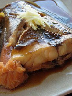 カレイの煮付け お魚好きな我が家の定番レシピです♪味がしっかりしみてしっとりふっくら仕上がります!お魚が苦手な方も是非お試し下さい♪ 材料 カレイ(写真は赤カレイ) 2切れ(大1尾)※ 料理酒 150cc 水 150cc 砂糖 大さじ2 濃口醤油 40cc 土生姜 適量 Fish Recipes, Asian Recipes, Healthy Recipes, Ethnic Recipes, Healthy Food, Fish Dishes, Seafood Dishes, Japanese Food, Japanese Recipes