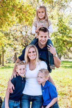 Family of 5 Photography Pose Idea