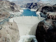 Can you drive across the Hoover Dam?