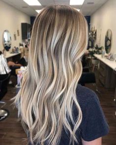 sandy blonde balayage hair Haar loiro The 74 Hottest Blonde Hair Looks to Copy This Summer Blonde Hair With Roots, Blonde Hair Looks, Brown Blonde Hair, Blonde Balyage, Blonde Balayage Long Hair, Sandy Blonde Hair, Dirty Blonde Hair With Highlights, Sandy Hair, Dyed Blonde Hair