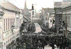 Klaipėda 1939 metų kovo 23 d. Tiltų gatve lėtai judantį A.Hitlerio kortežą stebėjo minios žmonių.