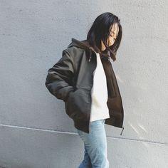 秋から冬へ。今ぴったりなお手軽ブルゾン!スライダー1_3 Raincoat, Bomber Jacket, Jackets, Fashion, Rain Jacket, Down Jackets, Moda, Fashion Styles